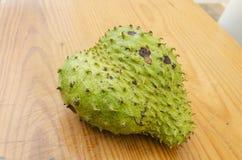 Spitze und Seitenansicht der Frucht der sauer Sobbe stockfotos