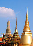 Spitze von buddhistischen Tempeln in Bangkok, Thailand Lizenzfreies Stockbild