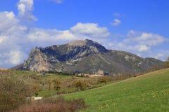 Spitze von Bugarach im Corbieres, Frankreich lizenzfreie stockbilder