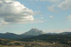 Spitze von Bugarach im Corbieres, Frankreich lizenzfreies stockbild