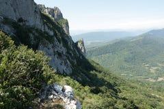 Spitze von Bugarach im Corbieres, Frankreich stockbilder