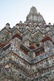 Spitze von chedi in wat arun Tempel Stockfoto