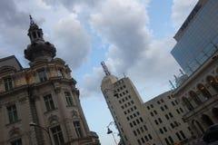 Spitze von Marksteingebäuden in im Stadtzentrum gelegenem Bukarest Lizenzfreie Stockfotos