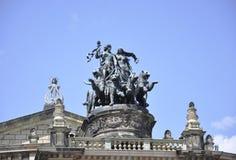 Spitze von Semper-Opernhaus von Dresden in Deutschland Lizenzfreie Stockfotografie