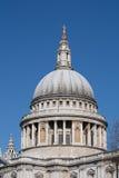 Spitze von St. Pauls Cathedral Lizenzfreie Stockfotografie