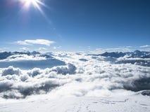 """Spitzenösterreicher Berg †Wolkenmeer des frühen Morgens der Winterzeit """" Lizenzfreies Stockbild"""