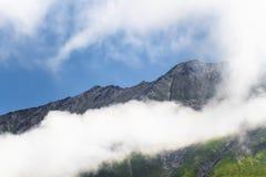 Spitzen über den Wolken Stockfotografie