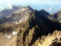 Spitzen der Berge von Besiberri-Gebirgsmassiv Stockfoto