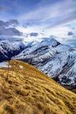 Spitzen der französischen Alpen um Erholungsort Les Sybelles stockfotos