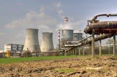 Spitzen der Kühltürme der Atomtriebwerkanlage Stockfotos