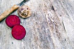 Spitzenschuß, Abschluss oben von buntem, organisches, knuspriges, saftiges frisches cutted Wurzelgemüse, rote rote Rüben frisch e stockfotografie