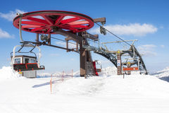 Spitzensesselbahn-Schnee-Winter-Gebirgsrad Lizenzfreie Stockbilder