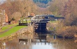 Spitzenverriegelungen am Wigan Kanal-Netz stockbilder