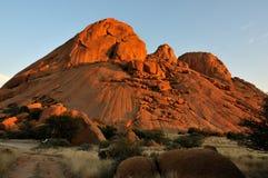 Spitzkoppe en Namibia en la puesta del sol Fotos de archivo libres de regalías
