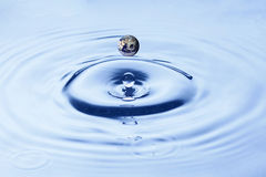 Splashing water droplets  Royalty Free Stock Photography