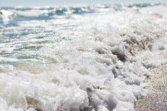 Splashing waves on sea shore Royalty Free Stock Photos