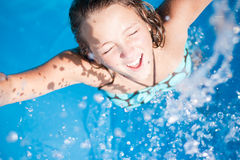 splasing ύδωρ κοριτσιών Στοκ Εικόνα