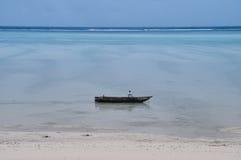 Splatający na plażowej łodzi Obrazy Royalty Free