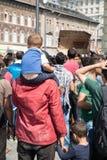 Splatający uchodźcy czeka przed Keleti dworcem Zdjęcie Stock