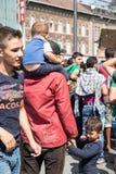 Splatający uchodźcy czeka przed Keleti dworcem Obraz Royalty Free