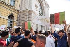 Splatający uchodźcy protest przed Keleti dworcem Zdjęcia Royalty Free