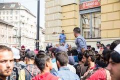 Splatający uchodźcy protest przed Keleti dworcem Zdjęcie Royalty Free