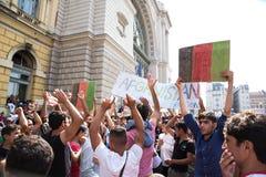 Splatający uchodźcy protestują przed Keleti dworca d Obrazy Stock