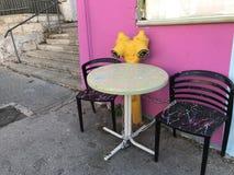 Splatter malte Stühle lizenzfreie stockfotografie