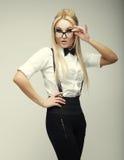 Splendor elegancka piękna młoda kobieta jest ubranym szkła Zdjęcia Stock