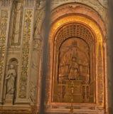 Splendore dorato dentro Cathédrale Marie-Reine-du-Monde Immagine Stock