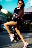splendoru elegancki model w modnisia lecie odziewa Zdjęcia Royalty Free