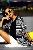 splendoru elegancki model w modnisia lecie odziewa Fotografia Royalty Free