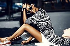splendoru elegancki model w modnisia lecie odziewa Obraz Royalty Free