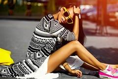 splendoru elegancki model w modnisia lecie odziewa Zdjęcie Royalty Free