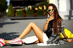 splendoru elegancki model w modnisia lecie odziewa Fotografia Stock