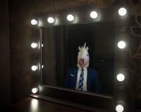 Splendoru facet w kostiumu i maski spojrzeniach przy on obraz stock