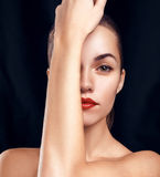 Splendoru portret piękna kobieta z jaskrawym makijażem obraz stock