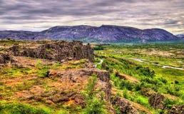 Spleten van de medio-Atlantische Rand in het Nationale Park van Thingvellir, IJsland stock afbeelding