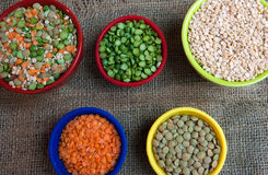 Split peas and lentils in bowls Royalty Free Stock Images