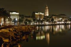 Split - porto na noite 1 imagem de stock