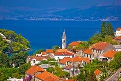Splitska-Bucht auf Brac-Inselansicht Stockbilder