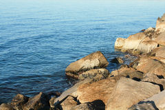 Splitter von Steinen am Strand Lizenzfreies Stockbild