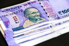Splitterny indier hundra rupier sedlar arkivbild