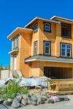 Splitterny radhus som bygger under konstruktion på solig dag i Kanada royaltyfri foto