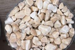 Splitterungen und Kies des Marmors und des Sandsteins gefärbt Stockfoto