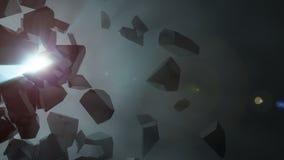 Splittrad mörk sten i tomt utrymme som avslöjer blått ljus Arkivbild