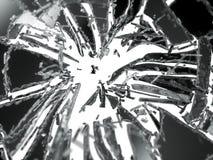 Splittrade eller brutna exponeringsglasstycken som isoleras på vit Royaltyfri Bild