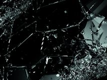 Splittrade exponeringsglasstycken på svart bakgrund Arkivbilder