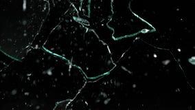 Splittrade och brutna exponeringsglasstycken som isoleras på svart Royaltyfri Bild