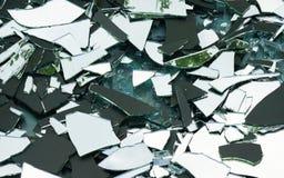 Splittrat exponeringsglas/brutet stycke i en skrot arkivbild